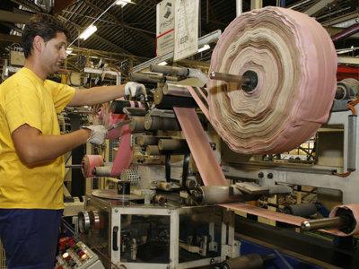 Este breve vídeo te cuenta cómo es el proceso de fabricación de los neumáticos