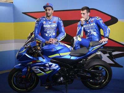 Andrea Iannone y Álex Rins se equivocan de moto y prueban la Suzuki GSX-R1000R de calle en Phillip Island
