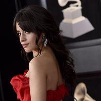 Camila Cabello, una sexy chica de rojo de los Grammy 2018