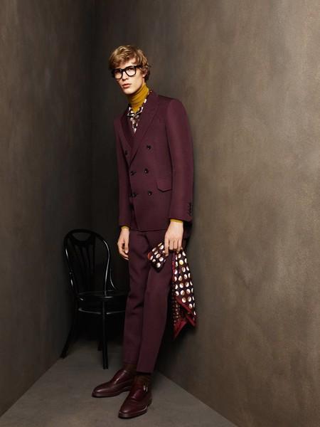 Ocho looks para copiar ahora mismo y llevar el color de la temporada: el burgundy