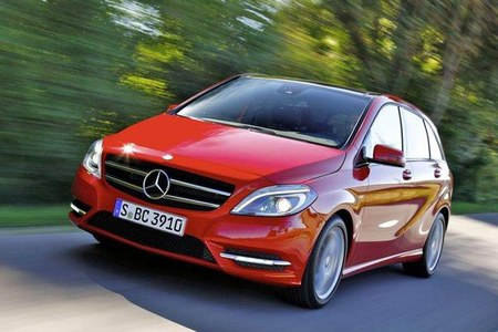 Mercedes-Benz Clase B rojo