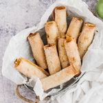 Rollitos de manzana con pasas y canela: receta de merienda deliciosa y muy fácil