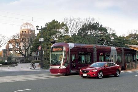 Mazda probará en Japón un sistema de comunicación entre coches y tranvías