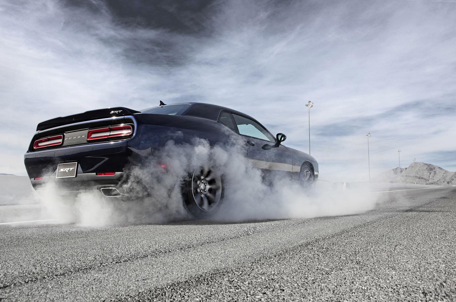 Foto de 2015 Dodge Challenger SRT Hellcat (11/26)