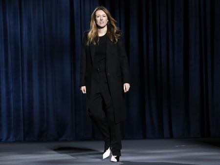 Así es Clare Waight Keller, la directora creativa de Givenchy elegida por Meghan Markle para su boda con el Príncipe Harry