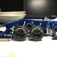 Sí, en algún momento existió un auto de Fórmula 1 con 6 ruedas y así es reimaginado hoy