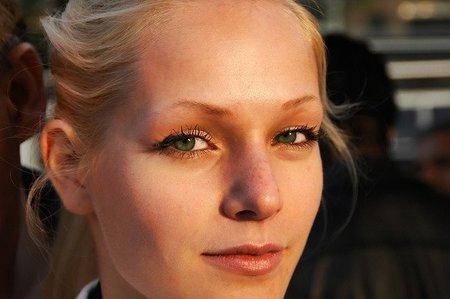 Micropigmentación: cómo alargar unas cejas cortas