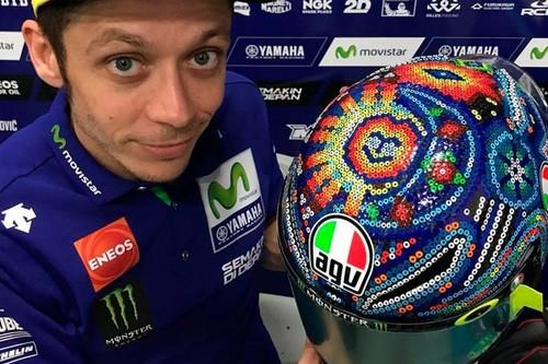 Diseños especiales, homenajes y cambios de marca: así son los mejores cascos de pretemporada en MotoGP