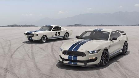 ¡Sublime! El Ford Mustang Shelby GT350 se viste de 1965 con el Heritage Edition Package y los mismos 533 CV