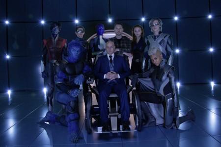 Bryan Singer con algunos de los protagonistas