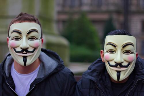"""700 euros que no existen, el policía """"infiltrado"""" y todas las polémicas del juicio contra """"Anonymous"""""""