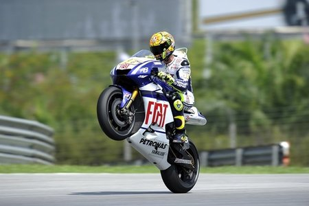 MotoGP Malasia 2010: Valentino Rossi se cuela en la fiesta de Jorge Lorenzo