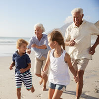 Un estilo de vida activo, junto a entrenamiento de fuerza y cuidado del peso en adultos mayores reduce el riesgo de caídas y reduce el gasto sanitario
