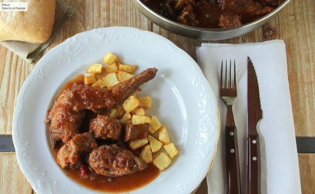 Receta de conejo guisado con tomate, un plato clásico que conquistará a todos