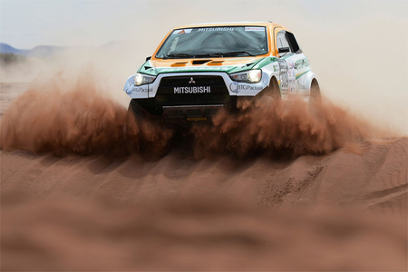 Dakar 2013: un Mitsubishi ASX con motor Aston Martin para Guilherme Spinelli