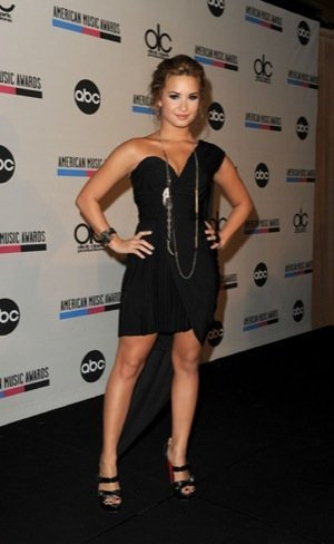 Demi Lovato look negro