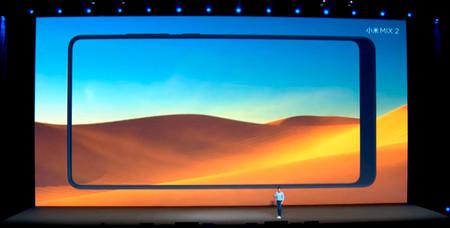 Xiaomi Mi MIX 2: el móvil sin marcos de Xiaomi se hace más pequeño y prescinde de la doble cámara.