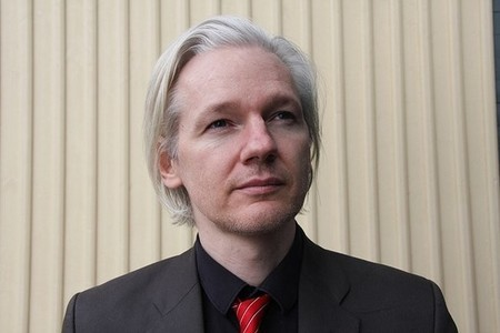 "Un ""actor estatal no identificado"" habría cortado el acceso a Internet a Assange"