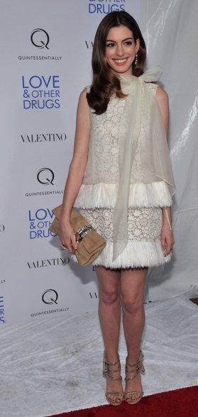 Los fabulosos looks de Anne Hathaway y Alexa Chung en la premiere de  'Love & other drugs' en NYC