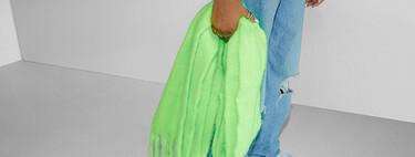 El cuello se viste con estilo. Siete bufandas oversize de Bershka por menos de 16 euros