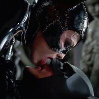 Hay que tomarse en serio el gran debate de nuestros tiempos: ¿Batman practica sexo oral sí o no?