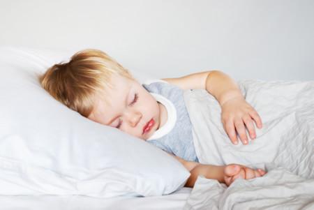 Por qué algunos padres hacen un nudo en la sábana de sus hijos (y por qué ojalá no lo hicieran)