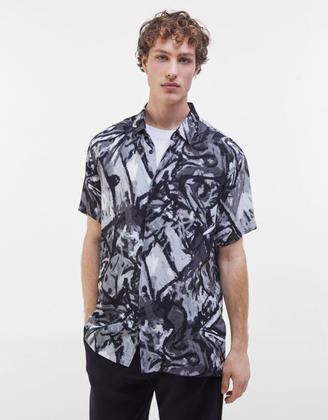 Camisa manga corta con estampado abstracto
