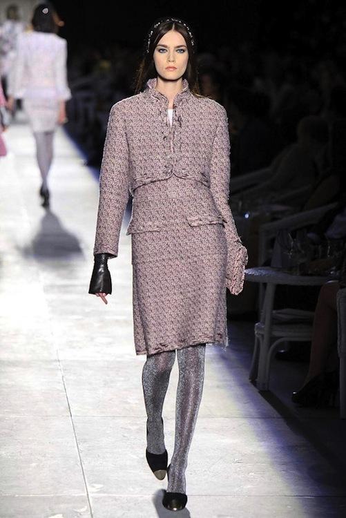 Foto de Chanel Alta Costura Otoño-Invierno 2012/2013: rosa, gris, brillos y nuevo vintage (11/61)