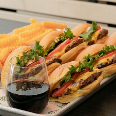 Cerveza artesanal propia, vino y hamburguesas de buena calidad es lo que nos dejó nuestra visita al Shake Shack