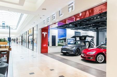 Tesla cerrará sus tiendas físicas para vender solo online, algo que facilita vender los Model 3 a 35.000 dólares