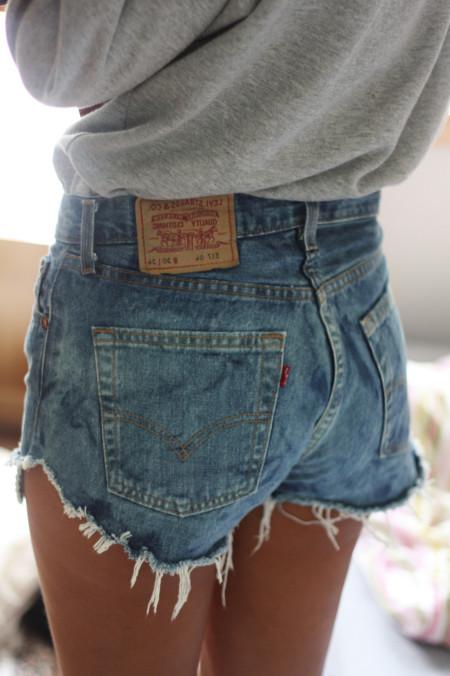 Shorts y camiseta, la sencilla apuesta que arrasa cada verano