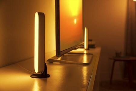 """Iluminación """"inteligente"""" con millones de colores: el pack de barras Philips Play con puente Hue está a 136,99 euros en Amazon"""