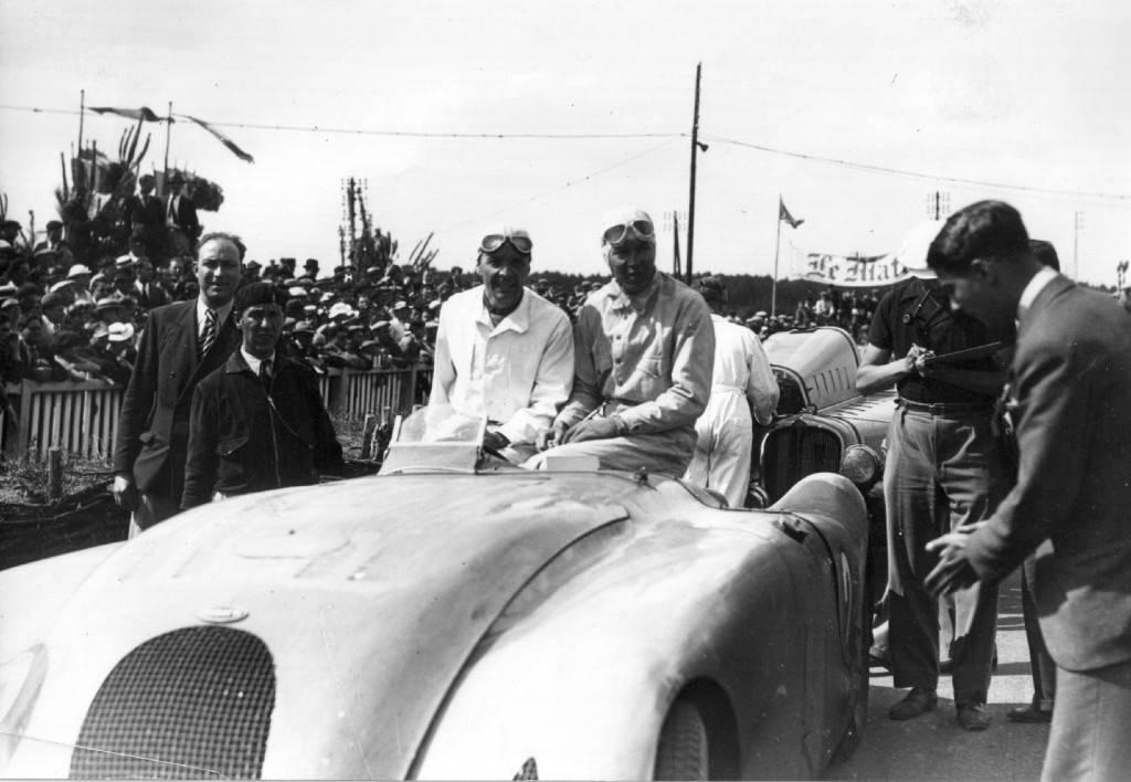 Foto de Bugatti Veyron Legend Jean-Pierre Wimille (9/10)
