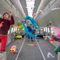 La ciencia (y la magia) detrás de la gravedad cero del nuevo vídeo de OK Go