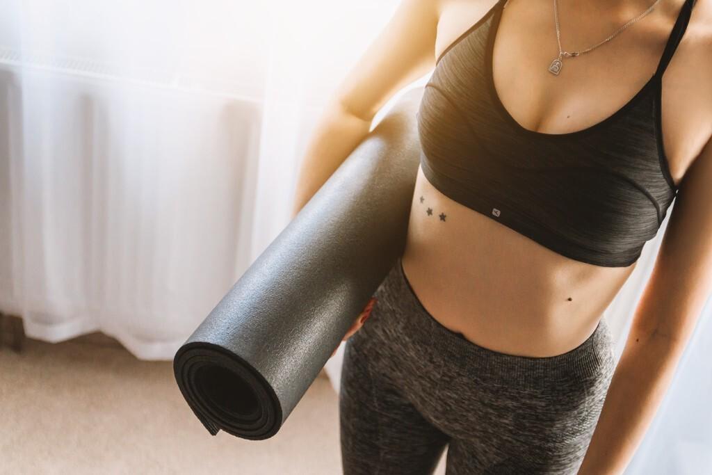 Ruedas, correas, bloques... 17 accesorios de Yoga que te ayudan a lograr todas las posturas