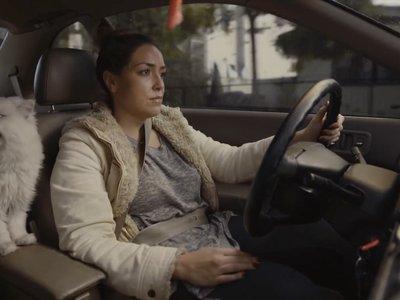 Alguien hizo un anuncio para vender el coche de su novia y es la cosa más épica que verán hoy