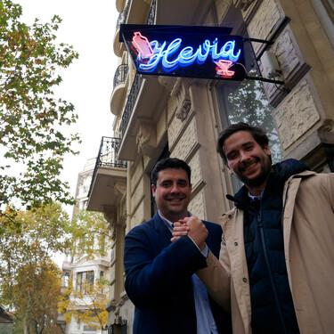 """Restaurante Hevia: un clásico de Madrid que """"tiene que seguir manteniendo su esencia original"""" (y su luminoso)"""