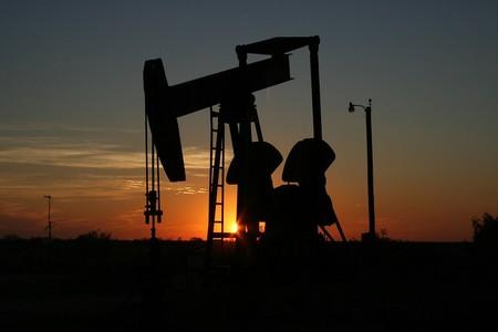Suben los precios y EEUU bate récords de producción: así está el mercado del petróleo