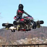 ¡Y voló! Lazareth ha hecho despegar su moto voladora con cuatro turbinas