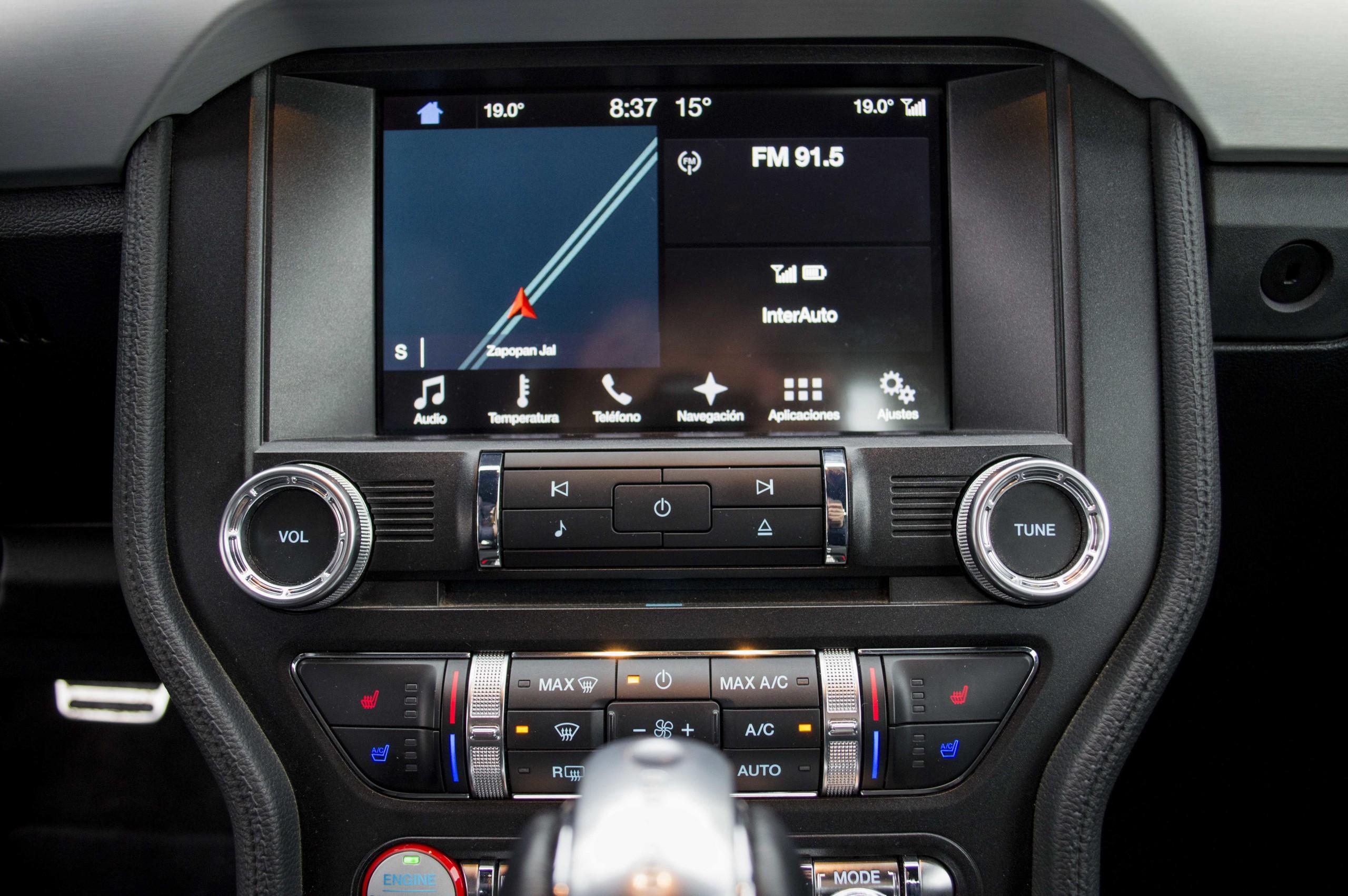 Foto de Ford Mustang GT V8 (14/22)
