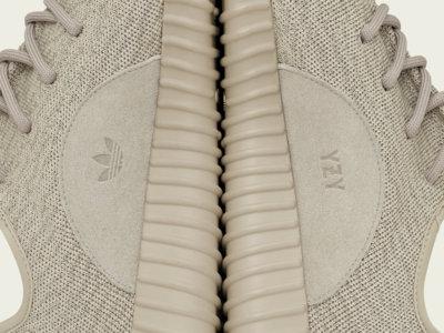 Kanye West ha cogido carrerilla y de nuevo lanza unas nuevas zapatillas