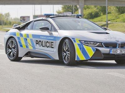 La policía checa estrena un flamante BMW i8... al menos para los próximos seis meses