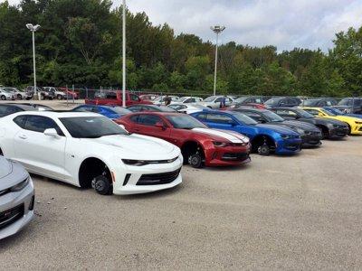 ¡Ruedicidio! Más de 200.000 dólares robados en ruedas y llantas a 48 Chevrolet nuevos en Texas