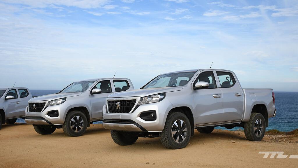 Peugeot Landtrek, al volante de la pick-up que quiere poner la bandera de Francia en territorio japonés