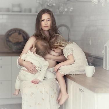 19 preciosas fotografías de madres amamantando a sus bebés que transmiten la belleza y la pureza de la lactancia materna