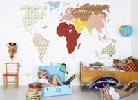 Pon un mapamundi en la pared de su habitación