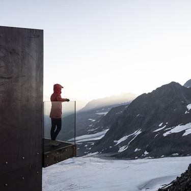 Arquitectura de altura; esta plataforma panorámica corona una cima en los Alpes italianos para disfrutar de la inmensidad del paisaje