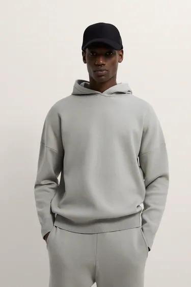 Sudadera de punto en color gris con capucha