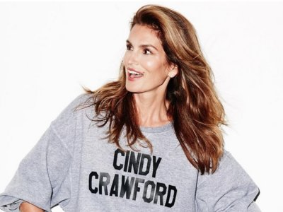 Cindy Crawford celebra su 50 cumpleaños con un selfie a 'cara lavada'