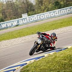 Foto 41 de 68 de la galería ducati-monster-1200-s-2020-color-negro en Motorpasion Moto